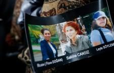 Des douilles, une malette et trois femmes Kurdes