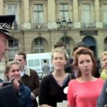 Veilleurs Debout : dispersion par les CRS du soutien silencieux à Nicolas Buss