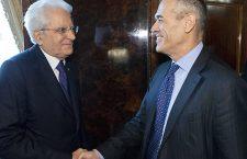 Le président italien Sergio Mattarella avec Carlo Cottarelli