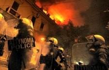 La police française disperse une manifestation spontanée de soutien au peuple Grec