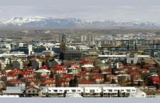 L'Islande va annuler jusqu'à 24000 euros de dettes par ménage (Le Monde)